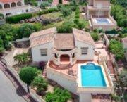 Uw eigen Villa in ORBA VALLEI op ruim perceel met parkings en zwembad