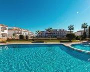 Uw vakantiehuis in ORIHUELA COSTA met terrassen bij zwembad