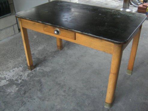 Meubelen oude houten keukentafel met schuif for Keukentafel en stoelen
