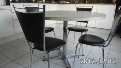 Meubelen ronde keukentafel en 4 stoelen for Keukentafel en stoelen