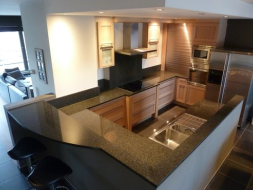 Allerlei moderne keuken afgewerkt met marmer en wit - Keuken wit marmer ...