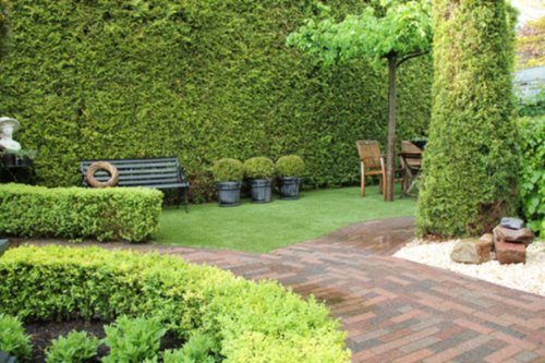 Tuin en tuinmachines graszoden verwijderen en mooi kunstgras erin