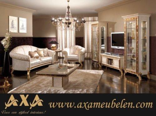 https://www.zoekertjes.net/gallery/500x370-0/bc5/luxe-italiaanse-hoogglans-woonkamer-meubelen-vitrine-kasten.jpg