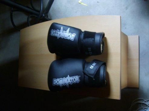 Super sport - Bokszak Dominator + handschoenen - Zoekertjes.net ST-94