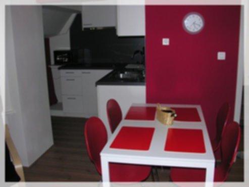 vakantiewoningen vakantieappartement met tuin de panne en plopsaland. Black Bedroom Furniture Sets. Home Design Ideas