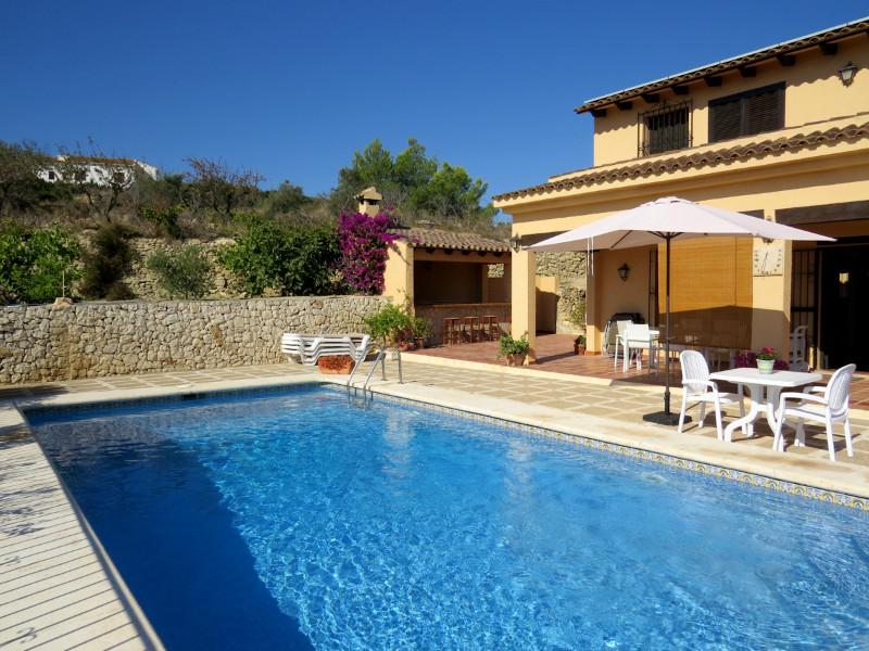 Vakantiewoningen te huur costa blanca villa met privaat for Villa met zwembad te huur