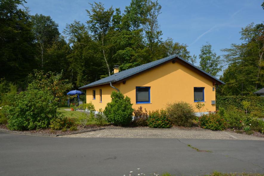 vakantiewoningen moderne rustig gelegen bungalow in de eifel. Black Bedroom Furniture Sets. Home Design Ideas
